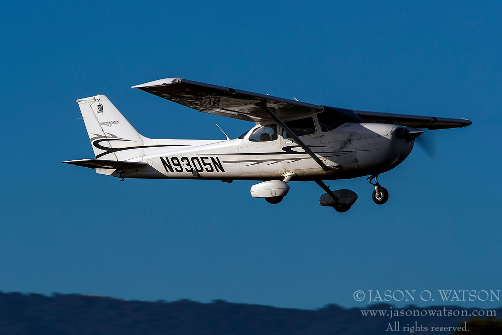 Cessna 172S (N9305N) on approach to Palo Alto Airport (KPAO), Palo Alto, California, United States of America