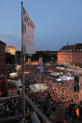 05.06.2010, Rathaus, Kiel, GER, 1. HBL, Champions Party THW Kiel, im Bild Zuschauer auf dem Kieler Rathausplatz   EXPA Pictures © 2010, PhotoCredit: EXPA/ nph/  Frisch / SPORTIDA PHOTO AGENCY