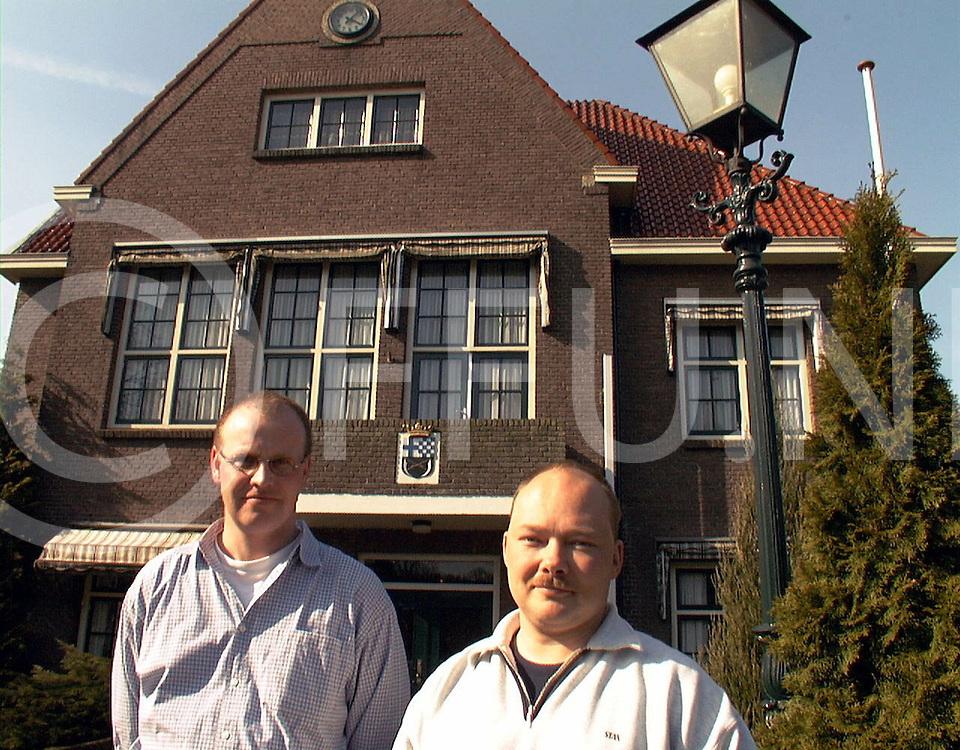 Fotografie Frank Uijlenbroek©1999/Frank Uijlenbroek.990329 nieuwleusen ned.wilco guldemond voorzitter OR(R0 en Henk van Marle secretaris OR.