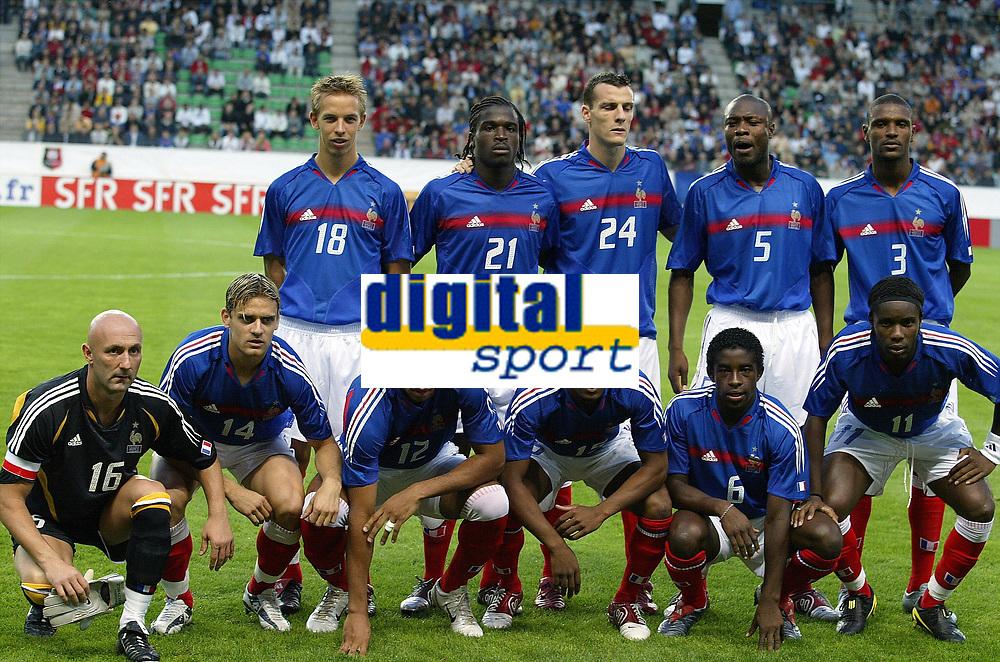 Fotball<br /> Privatlandskamp<br /> Frankrike v Bosnia & Herzegovina<br /> 18. august 2004<br /> Foto: Digitalsport<br /> NORWAY ONLY<br />  TEAM FRANCE ( BACK ROW LEFT TO RIGHT : BENOIT PEDRETTI / BERNARD MENDY / SEBASTIEN SQUILLACCI / WILLIAM GALLAS / ERIC ABIDAL  . FRONT ROW : FABIEN BARTHEZ / JEROME ROTHEN / THIERRY HENRY / PATRICE EVRA / RIO MAVUBA / PEGGUY LUYINDULA)