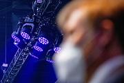 ROTTERDAM, 21-04-2021, Ahoy<br /> <br /> Koning Willem Alexander tijdens een werkbezoek aan het Songfestival in Rotterdam Ahoy. Na ontvangst is er een gesprek met een aantal betrokkenen waarna ze een ronde gaan lopen door de Arena.FOTO: Brunopress/POOL/Niels Wenstedt