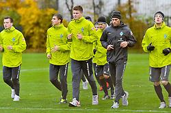 03.11.2010, Trainingsgelaende Werder Bremen, Bremen, GER, 1. FBL, Training Werder Bremen, im Bild Philipp Bargfrede (Bremen #44), Sebastian Mielitz (Bremen #21), Sebastian Prödl / Proedl (Bremen #15), Daniel Jensen (Bremen #20), Yann-Benjamin Kugel (Fitnesstrainer Werder Bremen), Petri Pasanen (Bremen #3)   EXPA Pictures © 2010, PhotoCredit: EXPA/ nph/  Frisch+++++ ATTENTION - OUT OF GER +++++