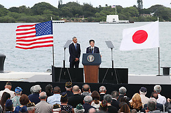 "US-Präsident Barack Obama und Japans Premier Shinzo Abe beim Gedenken an die Opfer des japanischen Angriffs auf Pearl Harbor vor 75 Jahren / 271216<br /> <br /> <br /> <br /> ***Japanese Prime Minister Shinzo Abe gives a speech, along with U.S. President Barack Obama (L), at Pearl Harbor in Hawaii on Dec. 27, 2016, offering his ""sincere and everlasting condolences"" for those who died in the Japanese attack there in 1941.***"