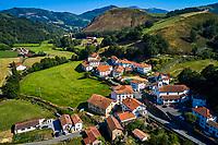 France, Pyrénées-Atlantiques (64), Pays-Basque, vallée des Aldudes, le village d'Urepel // France, Pyrénées-Atlantiques (64), Basque Country, Aldudes valley, the village of Urepel