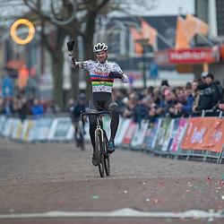 14-01-2018: Wielrennen: NK Veldrijden: Surhuisterveen<br />Wereldkampioen Joris Nieuwenhuis pakt de titel bij de beloften in het veld