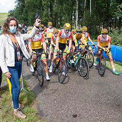 23-08-2020: Wielrennen: NK elite: Drijber. <br />Burgemeester Midden Drenthe Mieke Damsma
