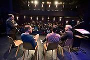 Nederland, Nijmegen, 23-2-2019In gebouw de Lindenberg is vandaag het Infocentrum Nijmegen WO2 geopend .Het is een klein informatiecentrum met veel beleving over de oorlogsjaren, de Duitse bezetting en bevrijding via operatie Market Garden, van Nijmegen. Er werd gesproken door Burgemeester Bruls, de voorzitter van het Vfonds R. Croll en P. Drenth, gedeputeerde van Gelderland. De laatste twee ondertekenden een overeenkomst voor financiering van de Gelderse herdenkingsfestiviteiten rond 75 jaar bevrijding in 2020.In de middag waren er lezingen en gesprek met het publiek van Thom de Graaf, Ozcan Akyol ( Eus ) en geschiedenisleraar van het jaar Martijn Vermeulen .Foto: Flip Franssen