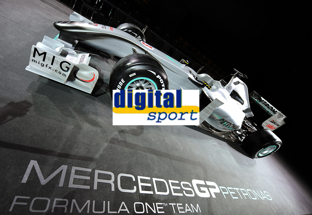 MOTORSPORT - F1 2010 - MERCEDES GP PETRONAS F1 TEAM LAUNCH - STUTTGART (GER) - 25/01/2010 - PHOTO : PICTURE ALLIANCE / DPPI<br /> MERCEDES BENZ MGPW0 - AMBIANCE