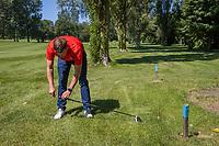AMSTERDAM   - Bal in GUR.  droppingzone bepalen  Golf, regels,    COPYRIGHT KOEN SUYK