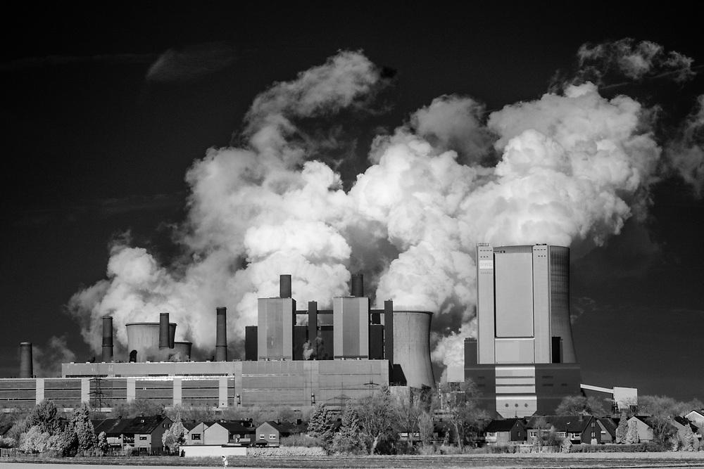 Bergheim, DEU, 14.02.2018<br /> <br /> Das Braunkohlekraftwerk Niederaussem, ein von der RWE Power AG mit Braunkohle betriebenes Grundlastkraftwerk in Bergheim-Niederaußem (Rhein-Erft-Kreis) im Rheinischen Braunkohlerevier, ist das das zweitleistungsstaerkste Kraftwerk Deutschlands (Infrarot-Aufnahme).<br /> <br /> The lignite-fired power station Niederaussem is the second largest power station in Germany. It is a base-load power plant operated by RWE Power AG with lignite in Bergheim-Niederaussem (Rhein-Erft-Kreis) in the Rhenish lignite mining district (picture taken with an infrared modified camera).<br /> <br /> Foto: Bernd Lauter/berndlauter.com