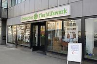 17 FEB 2003, BERLIN/GERMANY:<br /> Das neu eroeffnete Berliner Buero des Deutschen Tierhilfswerks, Kaiserdamm 97<br /> IMAGE: 20030217-01-011<br /> KEYWORDS: Deutsche Tierhilfswerk
