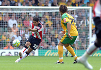 Photo: Ashley Pickering.<br /> Norwich City v Southampton. Coca Cola Championship. 18/08/2007.<br /> Youssef Safri (L) in action for Southampton against his old club