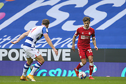 Jamie Paterson of Bristol City runs at Michael Morrison of Reading - Mandatory by-line: Arron Gent/JMP - 28/11/2020 - FOOTBALL - Madejski Stadium - Reading, England - Reading v Bristol City - Sky Bet Championship