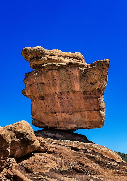 Balanced Rock, Garden Of The Gods, Colorado Springs, Colorado, USA.