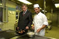 14 JUL 2004, BERLIN-SPANDAU/GERMANY:<br /> Wolfgang Clement, SPD, Bundeswirtschaftsminister, besucht da Evangelische Johannesstift, um im Rahmen seiner Ausbildungstour um fuer zusaetzliche Ausbildungsplaetze zu werben - hier in der Kueche, mit einem Ex-Auszubildenden, einem Koch, Ausbildungsoffensive 2004 der Initiative TeamArbeit fuer Deutschland<br /> IMAGE: 20040714-01-065<br /> KEYWORDS: Ausbildungsplätze, Ausbildung, Ausbildungsplatz,