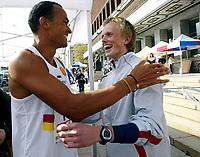 Friidrett, 7. mai 2005, Holmenkollstafetten, Quincy Doulgas og Ådne Svahn Dæhlin, Gular jubler over seier. Dette er førte gang et norsk lag vinner stafetten på 10 år