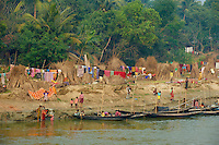 Inde, Bengale-Occidental, villages sur les rives de la riviere Hooghly defluent du Gange // India, West Bengal, villages on the bank of the Hooghly river, part of Ganges river