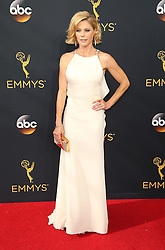 Julie Bowen  bei der Verleihung der 68. Primetime Emmy Awards in Los Angeles / 180916<br /> <br /> *** 68th Primetime Emmy Awards in Los Angeles, California on September 18th, 2016***
