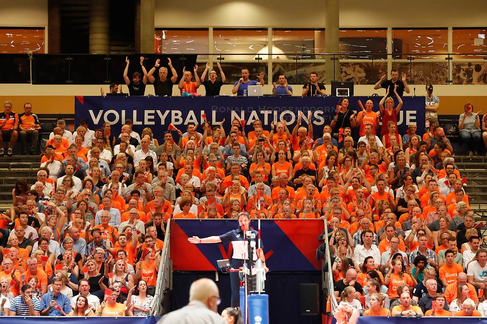 20180531 NED: Volleyball Nations League Netherlands - Brazil, Apeldoorn<br />Volleybal Nations League - Raise Your Hands <br />©2018-FotoHoogendoorn.nl