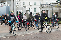 © Licensed to London News Pictures. 22/11/2020. London, UK. Cyclists enjoy the sunshine on a Sunday afternoon in Hyde Park during the second Covid-19 lockdown. Photo credit: London News Pictures