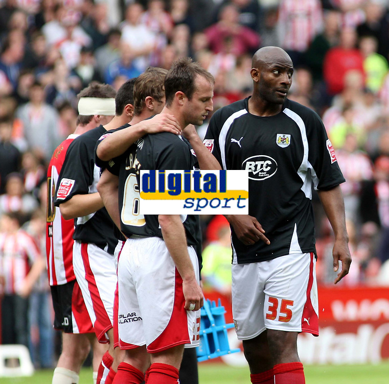 Photo: Mark Stephenson/Richard Lane Photography. <br /> Sheffield United v Cardiff City. Coca-Cola Championship. 19/04/2008. <br /> Bristol players looking dejected after the game