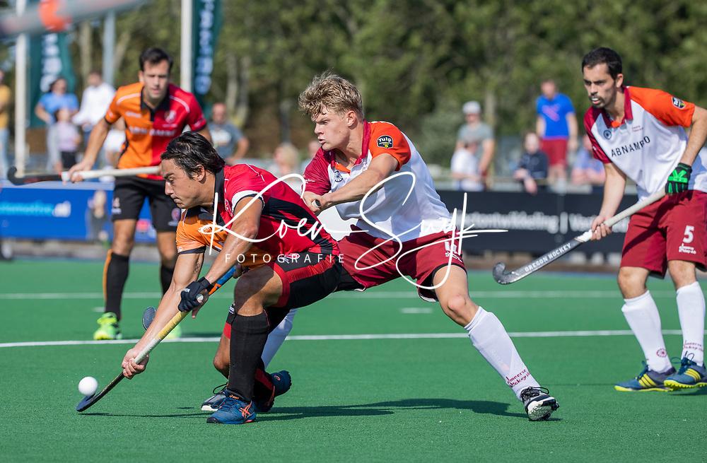 ALMERE - Thomas Briels (a) (Oranje Rood) met Daan Bonhof (Almere)    tijdens de  TULP hoofdklasse competitiewedstrijd heren,    Almeerse HC-Oranje Rood (2-4).   COPYRIGHT KOEN SUYK
