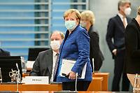 07 OCT 2020, BERLIN/GERMANY:<br /> Angela Merkel, CDU, Bundeskanzlerin, mit Mund-Nase-Maske, vor Beginn der Kabinettsitzung, Internationaler Konferenzsaal, Bundeskanzleramt<br /> IMAGE: 20201007-01-029<br /> KEYWORDS: Sitzung, Kabinett, Corona, Maske, Covid-19, Pandemie,