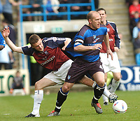 SPORTSBEAT 01494 783165<br /> PICTURE ADY KERRY .<br /> GILLINGHAM VS IPSWICH TOWN<br /> GILLINGHAM'S  PAUL SMITH GETS AWAY FROM  IPSWICH'S IAN WESTLAKE, 17TH APRIL 2004.