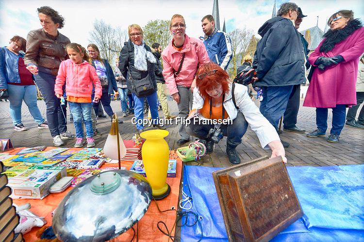Nederland, Druten, 27-4-2016Koningsdag in Maas en Waal. Vrijmarkt op het marktplein in Druten.FOTO: FLIP FRANSSEN