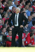 Photo. Andrew Unwin, Digitalsport<br /> NORWAY ONLY<br /> <br /> Liverpool v Newcastle United, FA Barclaycard Premier League, Anfield, Liverpool 15/05/2004.<br /> Newcastle's manager, Sir Bobby Robson, cannot believe it as a decision doesn't go his team's way.