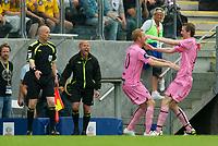 Fotball<br /> 03.07 2011<br /> Tippeligaen<br /> Start v Sogndal<br /> Foto: Jakob Haugaa, Digitalsport<br /> <br /> Ørjan Hopen, frisparkmåll, 1-1, jubler med Espen Olsen (th).