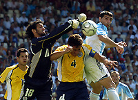 28/08/04 - ATHENS - GREECE -  - OLYMPIC FOOTBALL - FINAL MATCH - MENS  -  At the Olympic Stadium in Athens<br />ARGETNINA (1) win over PARAGUAY (0).<br />Paraguay GK BARRETO DEIGO shoot the ball in fornt of Argneitne player N*2 ROBERTO AYALA. - Paraguay N*4 CARLOS GAMARRA.<br />© Gabriel Piko / Argenpress.com / Piko-Press