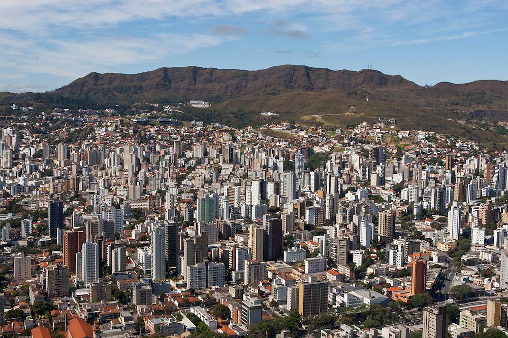 Belo Horizonte_MG, Brasil.<br /> <br /> Vista panoramica de Belo Horizonte e Serra do Curral ao fundo, Minas Gerais.<br /> <br /> Panoramic view of Belo Horizonte with Serra do Curral in the background, Minas Gerais.<br /> <br /> Foto: RODRIGO LIMA / NITRO.
