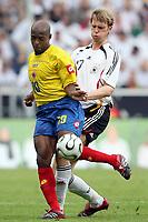 Fotball<br /> Landskamp<br /> Tyskland v Colombia<br /> 02.06.2006<br /> Foto: Imago/Digitalsport<br /> NORWAY ONLY<br /> <br /> Malher Tressor Moreno (Kolumbien, li.) gegen Per Mertesacker (Deutschland)