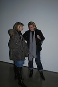 Cathy de Moncheaux and Louisa Buck. Chemical Life Support opening, White Cube. 3 March 2005. ONE TIME USE ONLY - DO NOT ARCHIVE  © Copyright Photograph by Dafydd Jones 66 Stockwell Park Rd. London SW9 0DA Tel 020 7733 0108 www.dafjones.com
