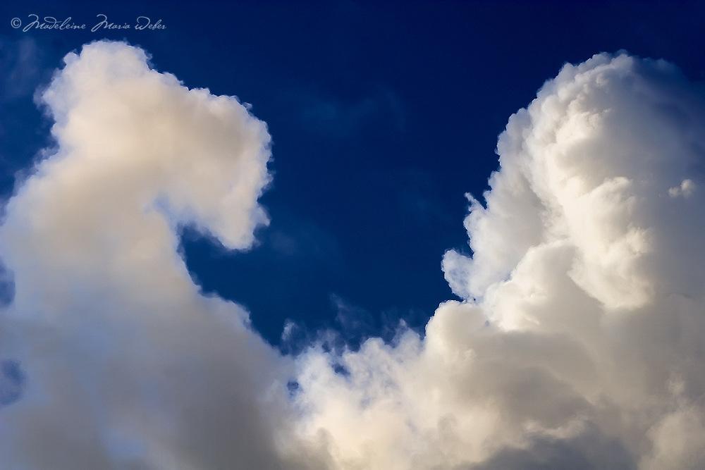 Stormy puffy massiv cloud in dark sky, irish weather / cl036