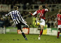 Fotball<br /> Premier League 2004/05<br /> Newcastle v Arsenal<br /> 29. desember 2004<br /> Foto: Digitalsport<br /> NORWAY ONLY<br /> Newcastle United's Lee Bowyer is challenged by Arsenal's Gael Clichy