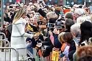 Koning Willem-Alexander en koningin Maxima bij basisschool De Vijfmaster tijdens de jaarlijkse Koningsspelen. //// King Willem-Alexander and Queen Maxima at elementary school De Fivemaster during the annual Royal Games.<br /> <br /> Op de foto / On the photo:  Koningin Maxima / Queen Maxima