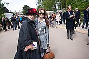 ELENA BONHAM-CARTER; HELENA BONHAM-CARTER; BILL NIGHY; , Press and VIP viewing day. Chelsea Flower show, Royal Hospital Grounds. Chelsea. London. 18 May 2009