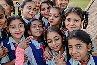 Inde, état du Gujarat, Patan, le puits à degrés Rani-Ki Vav, groupe d'écolières // India, Gujarat, Patan, Rani-Ki Vav stepwell, group of schoolgirl