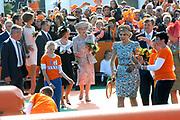 Koningsdag 2014 in de Rijp, het vieren van de verjaardag van de koning. / Kingsday 2014 in the Rijp , celebrating the birthday of the King. <br /> <br /> <br /> Op de foto / On the photo:   Koning Willem Alexander en Koningin Maxima spelen Tennis / King Willem Alexander and Queen Maxima play tennis