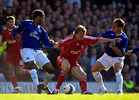 Photo: Jed Wee/Sportsbeat Images.<br /> Everton v Liverpool. The FA Barclays Premiership. 20/10/2007.<br /> <br /> Liverpool's Dirk Kuyt (C) holds off Everton's Joleon Lescott (L) and Phil Jagielka.