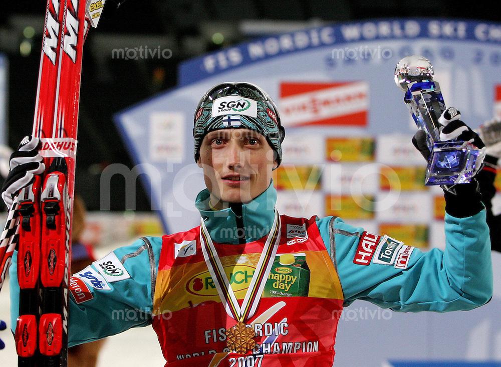 Sapporo , 230207 , Nordische Ski Weltmeisterschaft  Nordische Kombination Sprintrennen ,  Hannu MANNINEN (FIN) jubelt