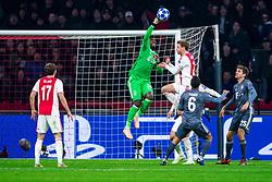 12-12-2018 NED: Champions League AFC Ajax - FC Bayern Munchen, Amsterdam<br /> Match day 6 Group E - Ajax - Bayern Munchen 3-3 / (L-R) Daley Blind #17 of Ajax, Andre Onana #24 of Ajax, Frenkie de Jong #21 of Ajax, Thiago Alcantara #6 of Bayern Munich, Thomas Muller #25 of Bayern Munich