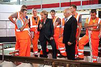 25 AUG 2009, BERLIN/GERMANY:<br /> Angela Merkel (L), CDU, Bundeskanzlerin, Dr. Ruediger Grube (R), Vorstandsvorsitzender Deutsche Bahn AG, mit Auszubildenden der Deutschen Bahn die Gleisarbeiten demonstrieren, Besuch des ICE Werks Berlin-Rummelsburg<br /> IMAGE: 20090825-01-030<br /> KEYWORDS: Rüdiger Grube, Auszubildende