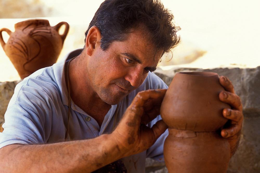 España. Islas Baleares. Ibiza. Ceramista...© JOAN COSTA