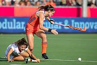 ANTWERPEN -  Lidewij Welten (Ned) in duel Lucia Jimenez (Esp)  de  hockeywedstrijd  dames, Nederland-Spanje (1-1),   bij het Europees kampioenschap hockey.   COPYRIGHT KOEN SUYK