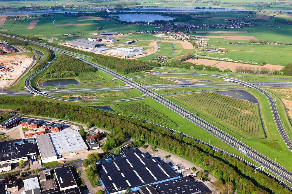 Nederland, Utrecht, Gemeente Vianen, 09-05-2013; Knooppunt Everdingen, aansluiting A2 (vlnr) en A27. Gedeeltelijk turbineknooppunt. Rivier de Lke in de achtergrond.<br /> Everdingen junction between motorway A2 en A27.<br /> luchtfoto (toeslag op standard tarieven)<br /> aerial photo (additional fee required)<br /> copyright foto/photo Siebe Swart