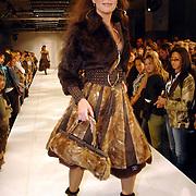 NLD/Amsterdam/20060402 - Modeshow Chick on a Mission Winter 2006, model, mannequin, catwalk, Monique Klemann