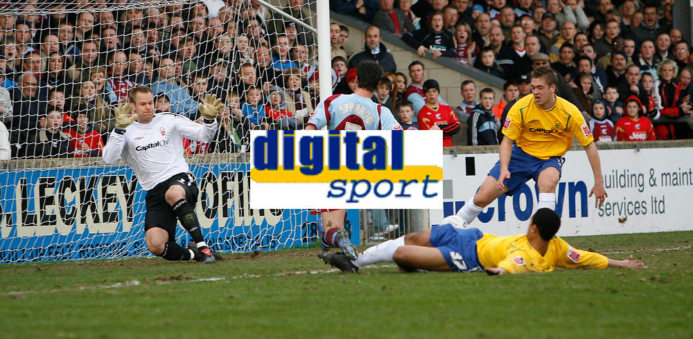 Photo: Steve Bond.<br />Scunthorpe United v Nottingham Forest. Coca Cola League 1. 10/03/2007. Matt Sparrow (centre) misses a good chance for Scunthorpe